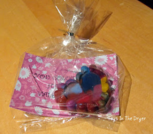 Valentines, Valentines for kids, crayon valentines, alternatives to candy for Valentines, make your own crayons